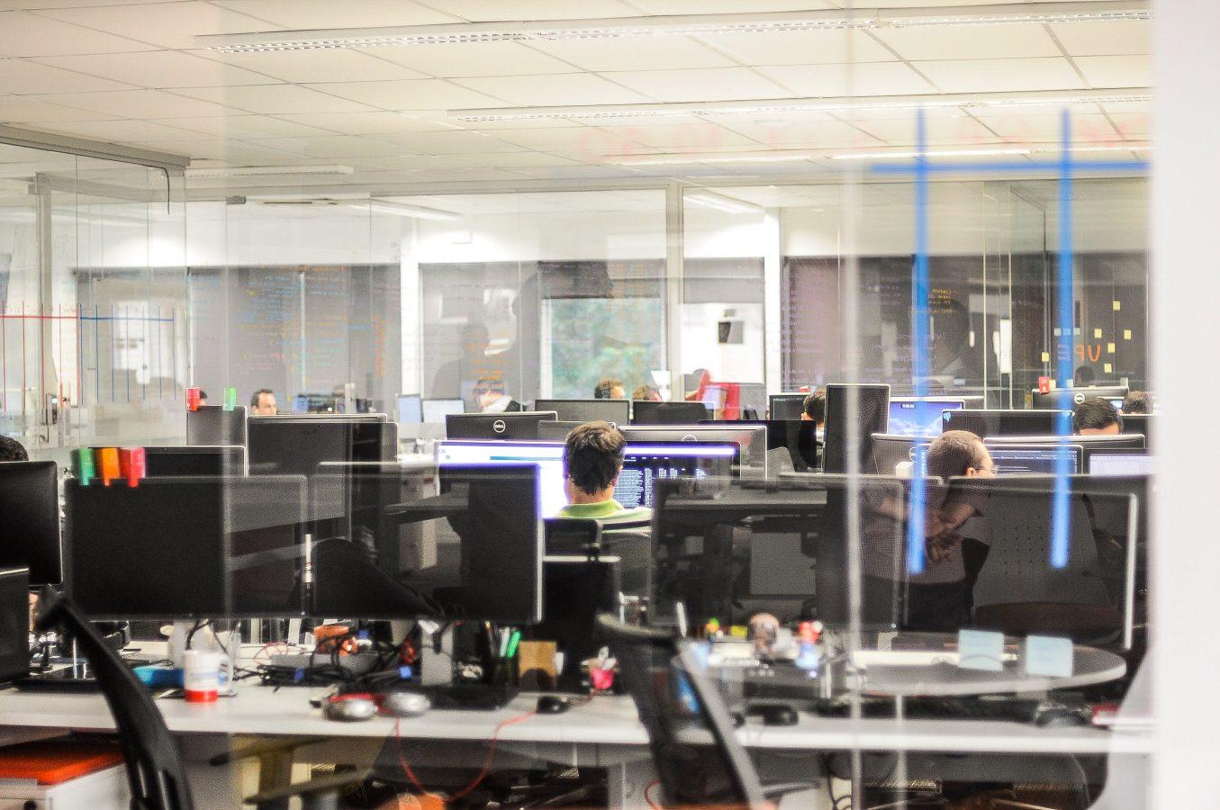 инвестиции и работа в офисе