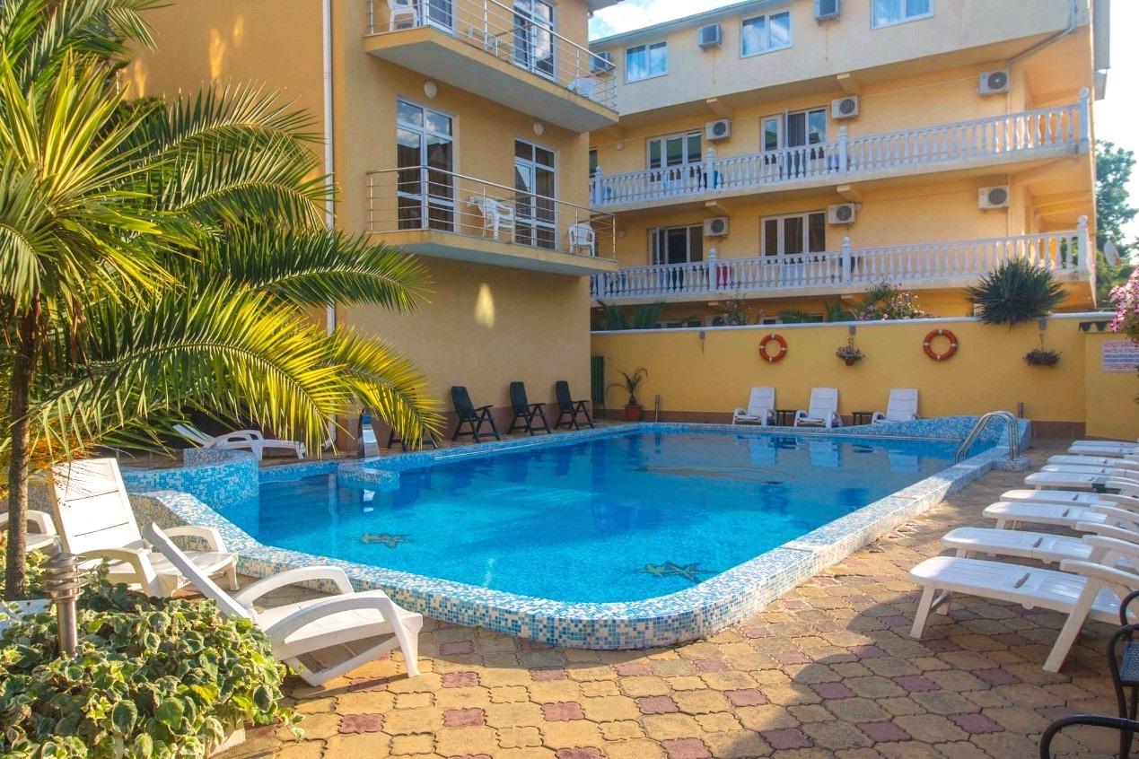 купить гостиницу с бассейном